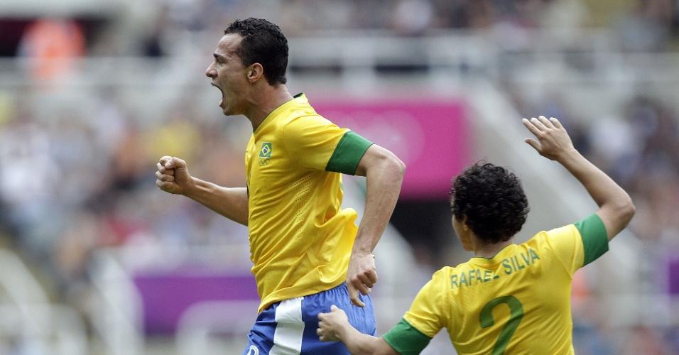 Atacante Leandro Damião comemora o gol de empate na partida entre Brasil e Honduras pelos Jogos de Londres