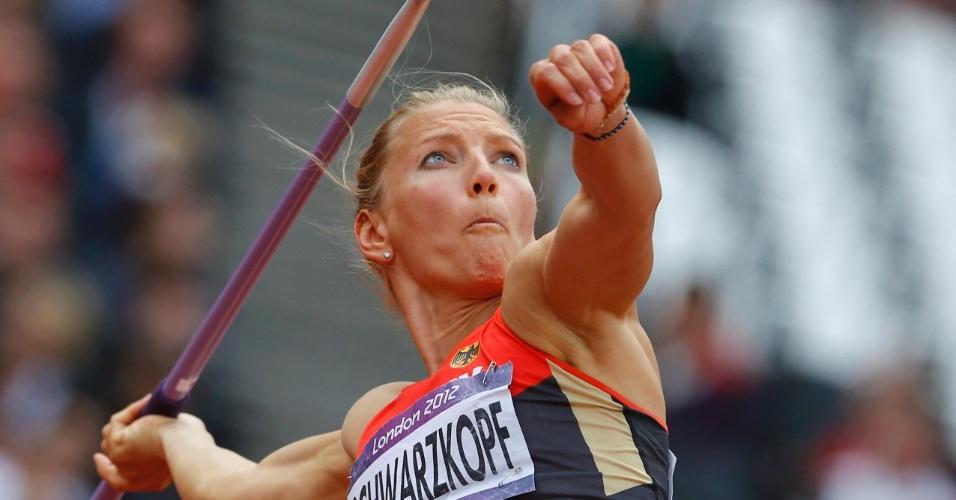 Atleta alemã Lilli Schwarzkopf durante prova de lançamento de dardo no heptatlo feminino em Londres