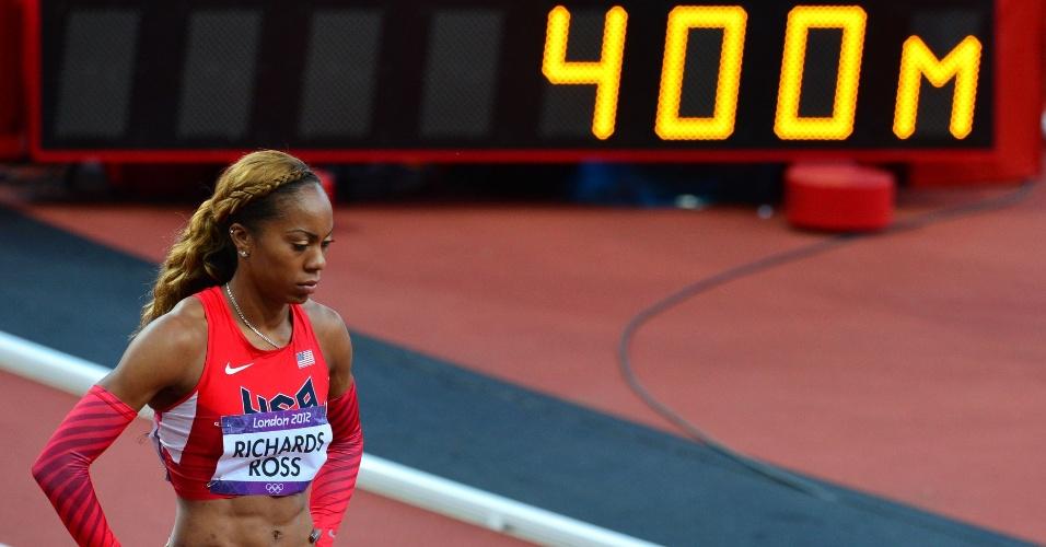Atleta dos Estados Unidos, Sanya Richards-Ross, espera resultados da prova semifinal dos 400 m feminino