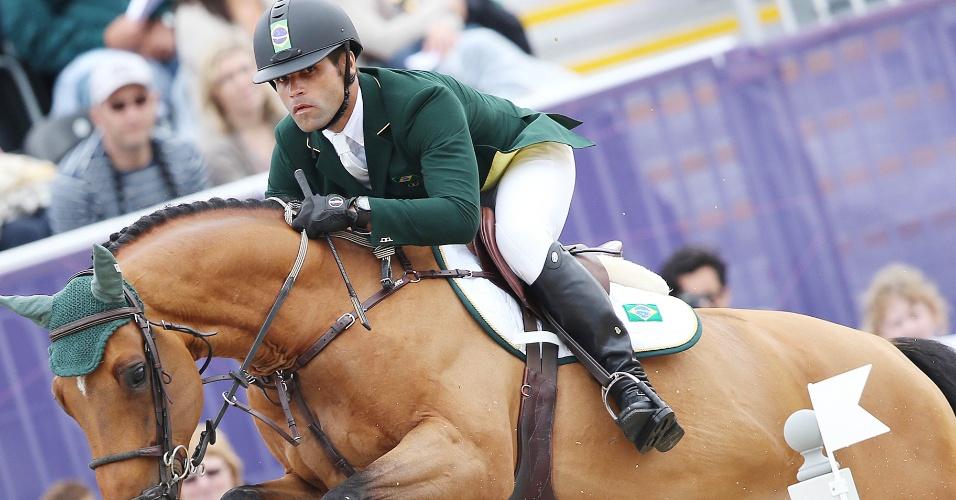 Cavaleiro Carlos Motta foi eliminado na primeira etapa da prova de saltos por penalidades