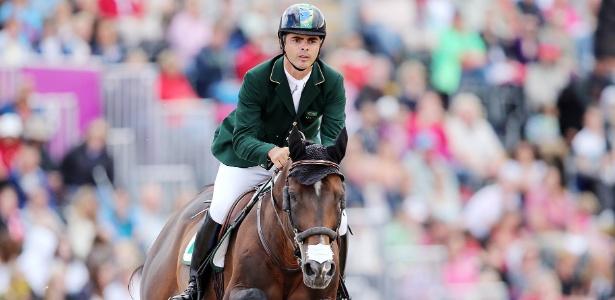 Cavaleiro Rodrigo Pessoa cometeu uma falta, mas passou à segunda fase em Londres