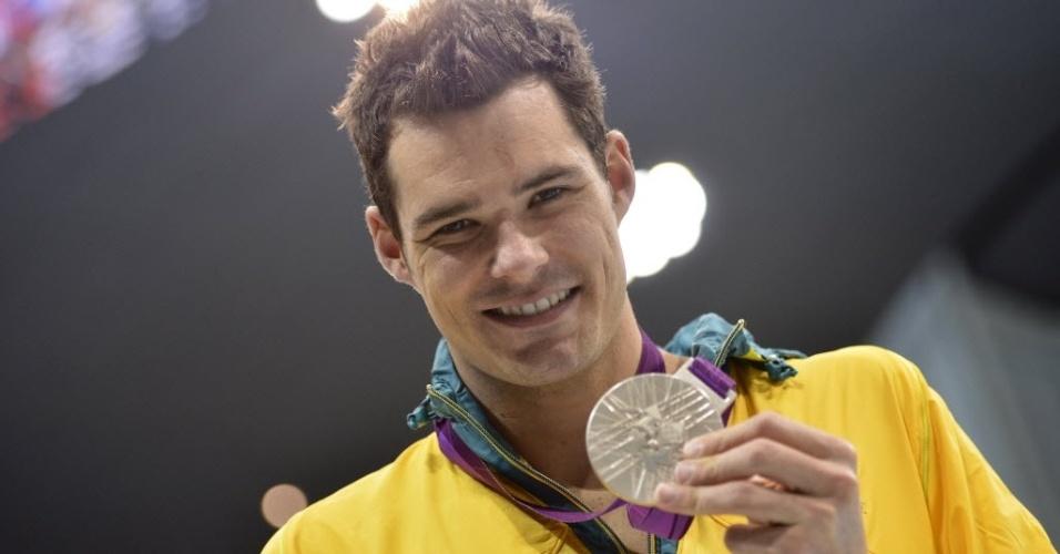 Christian Sprenger exibe medalha de prata dos 100 m peito (29/07/2012)