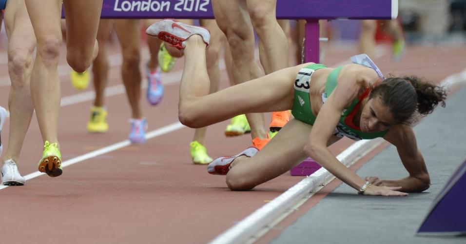 Clarisse Cruz, de Portugal, sofre queda em eliminatória dos 3000 metros com barreira para mulheres em Londres