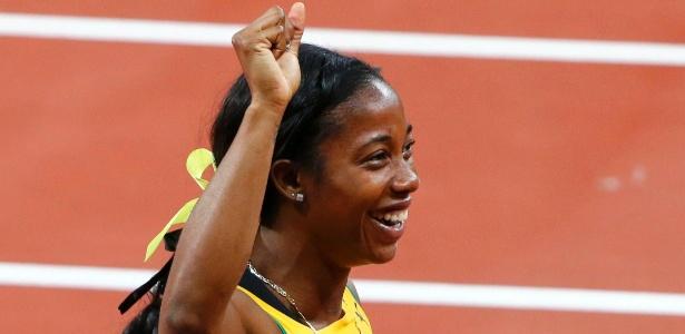 Jamaicana Shelley-Ann Fraser comemora após conquistar ouro na prova dos 100 m livres