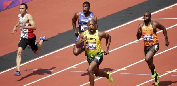 Jamaicano Asafa Powell vence a sua bateria nas eliminatórias dos 100 m rasos - Max Rossi/Reuters