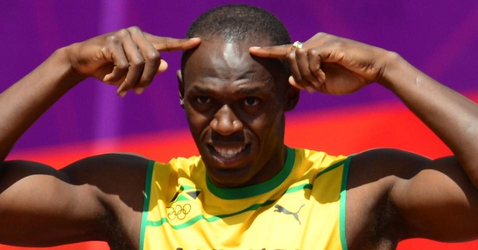 Jamaicano Usain Bolt faz gesto antes do competir na prova dos 100 m rasos no Estádio Olímpico de Londres
