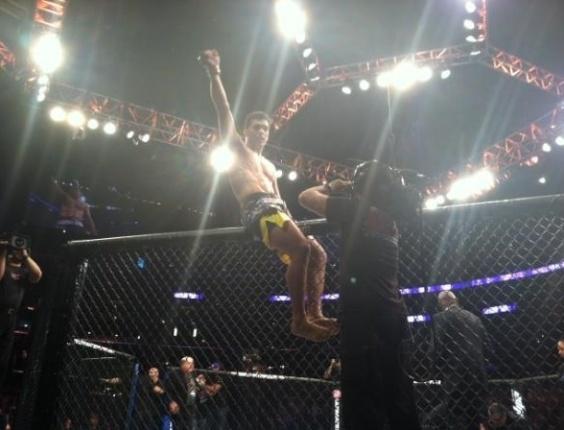 Lyoto Machida obtém convicente nocaute sobre Ryan Bader, no contra-ataque, na penúltima luta do UFC on Fox 4