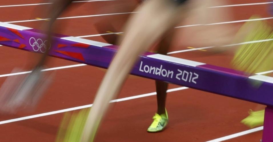 Mulheres competem na prova dos 3.000 m com obstáculos no segundo dia de atletismo dos Jogos de Londres