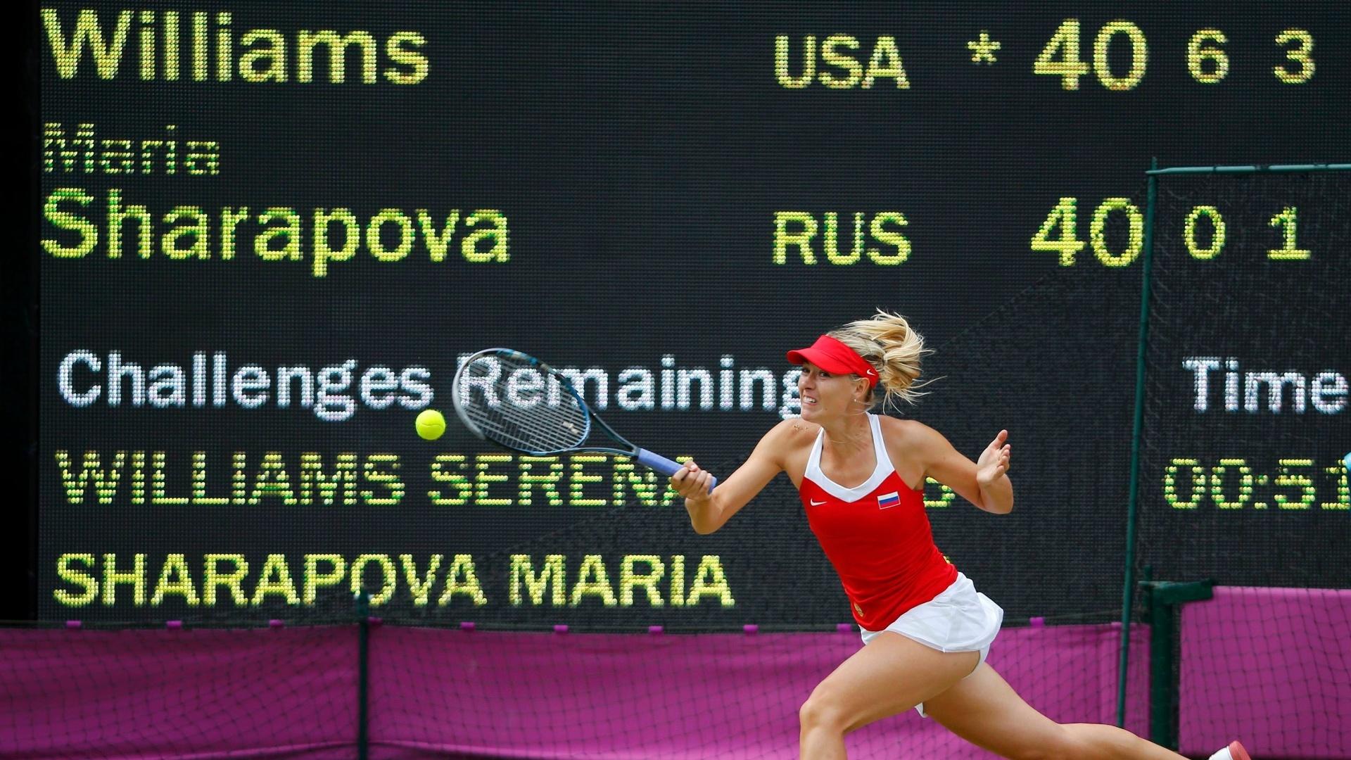 Na final deste sábado, Maria Sharapova (f) foi totalmente dominada por Serena Williams e chegou a levar um pneu no primeiro set