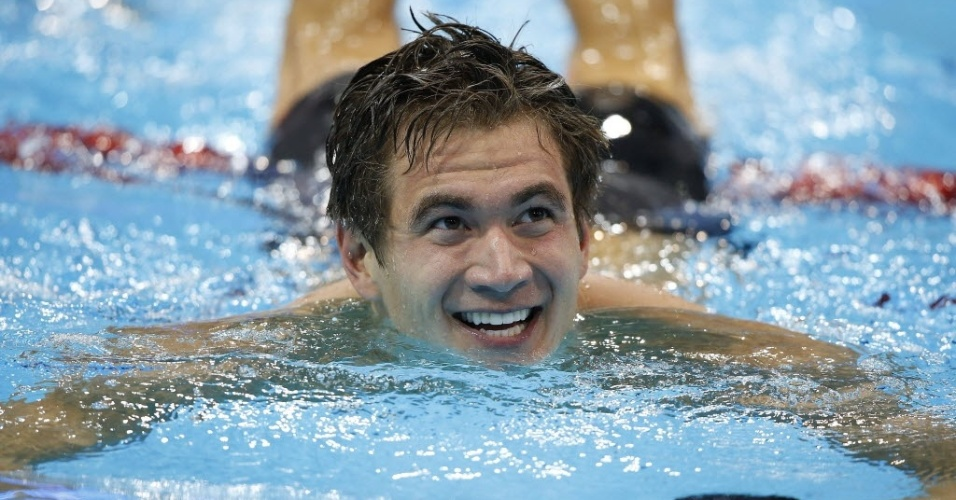 Nathan Adrian comemora a sua vitória nos 100 m livres em Londres