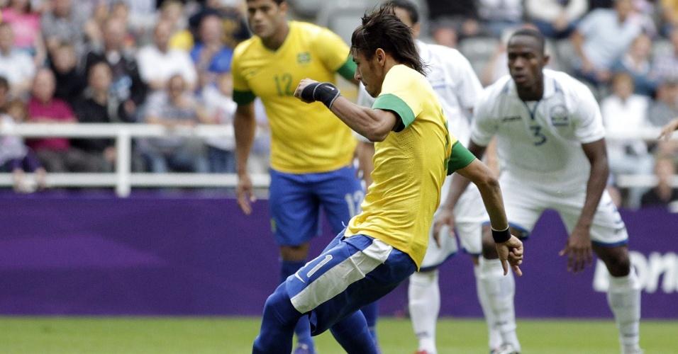 Neymar bate pênalti para empatar pela segunda vez a partida entre Brasil e Honduras