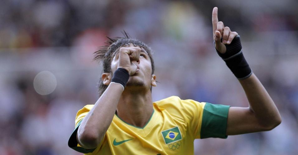 Neymar comemora gol de pênalti na partida entre Brasil e Honduras pelos Jogos de Londres