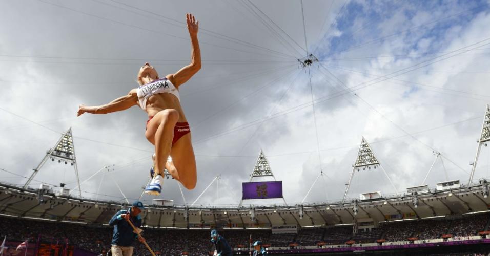 Polonesa Karolina Tyminska durante prova do salto em distância no heptatlo feminino