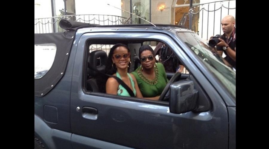 Rihanna e Oprah Winfrey fizeram um passeio de carro por Barbados, Caribe (4/8/12)