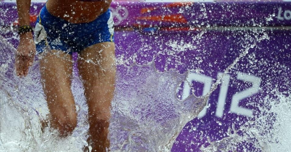 Romena Cristina Casandra enfrenta a água na prova dos 3.000 m com barreiras (04/08/2012)