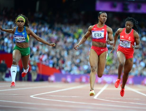 Rosângela Santos completa em terceiro bateria da semifinal dos 100 m, vencida por Carmelita Jeter (centro)