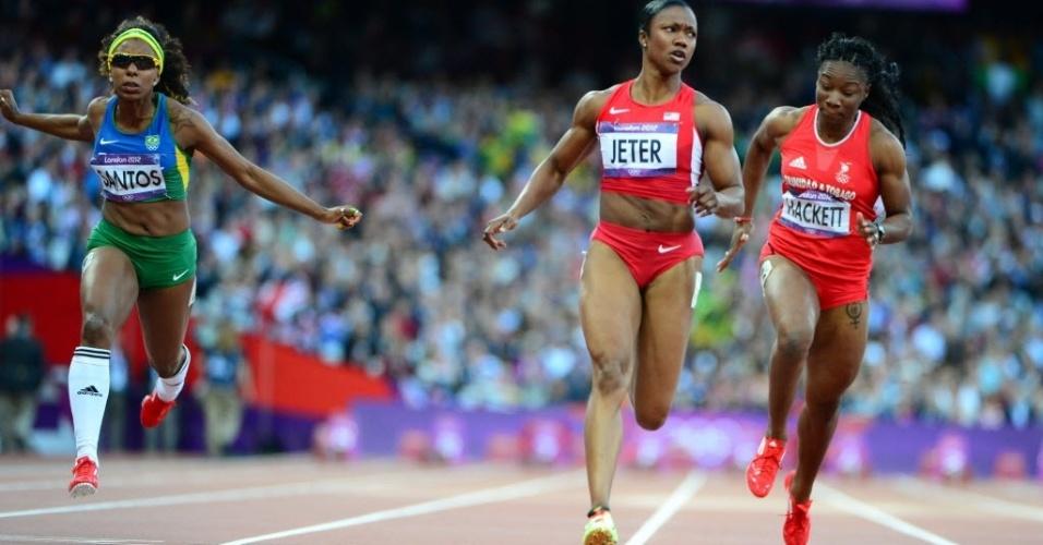 Rosângela Santos se estica para terminar em 3º lugar a primeira semifinal dos 100 m rasos