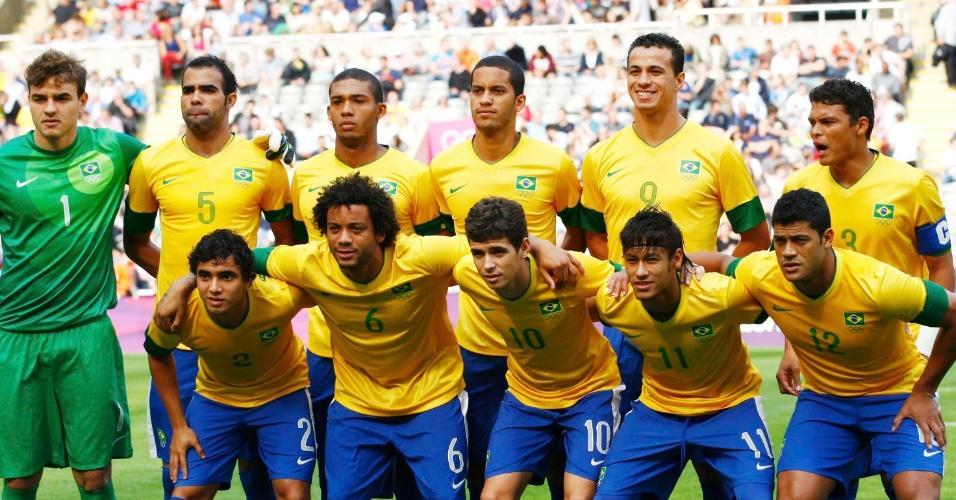 Seleção brasileira posa para foto antes da partida contra Honduras pelas quartas de final dos Jogos de Londres