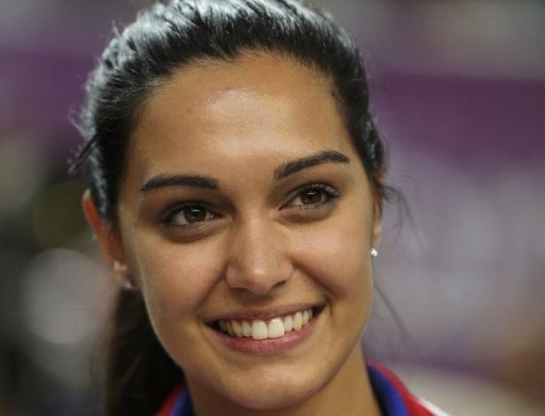 Sérvia Ivana Maksimovic comemora medalha de prata na prova da carabina de 50 m em 3 posições