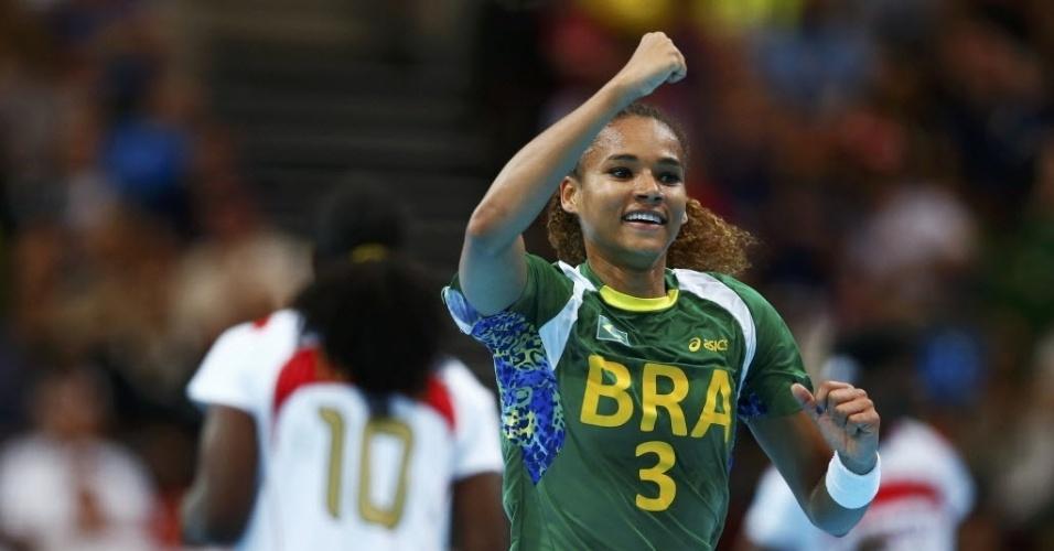 Ale marca gol para o Brasil e sai comemorando