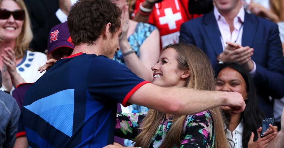 Andy Murray rompe o protocolo e sobe nas arquibancadas para abraçar sua comissão técnica e a namorada Kim Sears
