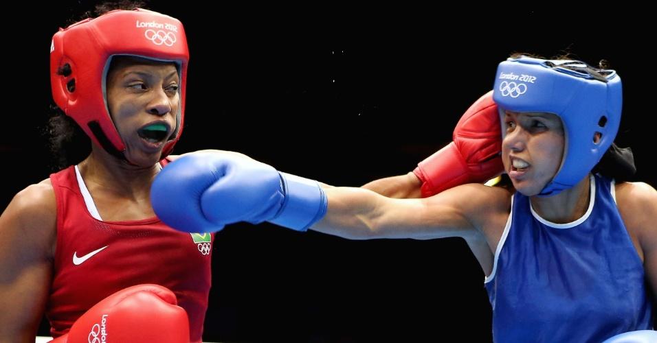 Brasileira Erika Matos (esquerda) enfrenta a venezuelana Karlha Magiliocco na primeira participação brasileira no boxe feminino na história dos Jogos