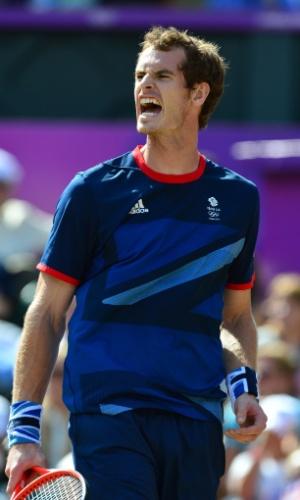 Britânico Andy Murray vibra com ponto sobre o suíço Roger Federer, neste domingo