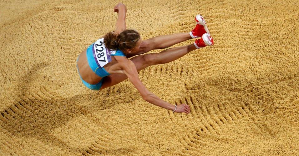 Cazaque Olga Rypakova compete em final olímpica do salto triplo