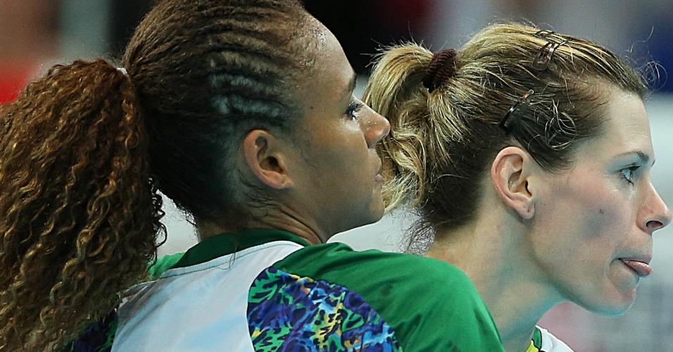 Comemoração das atletas do Brasil após vitória contra Angola