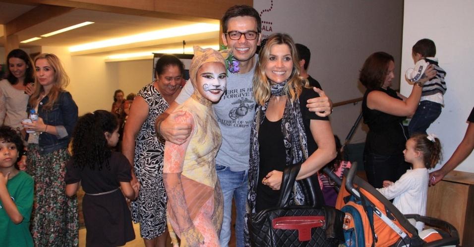 """Flávia Alessandra e Otaviano Costa prestigiaram o espetáculo teatral """"O Rei Leão II ? O Ciclo da vida continua"""", em cartaz na zona sul do Rio (5/8/12)"""