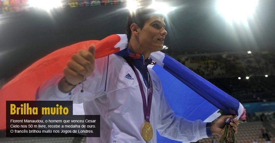 Florent Manaudou, o homem que venceu Cesar Cielo nos 50 m livre, recebe a medalha de ouro. O francês brilhou muito nos Jogos de Londres.