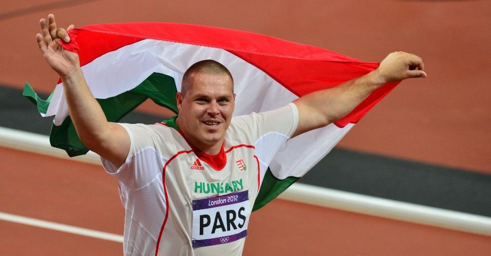 Húngaro Krisztian Pars comemora medalha de ouro conquistada na final olímpica do arremesso de peso