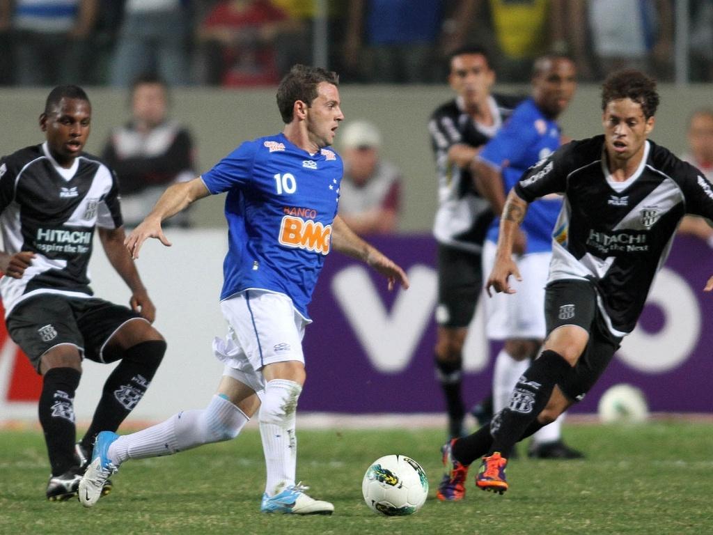 Montillo durante a partida entre Cruzeiro e Ponte Preta no Independência (5/8/2012)