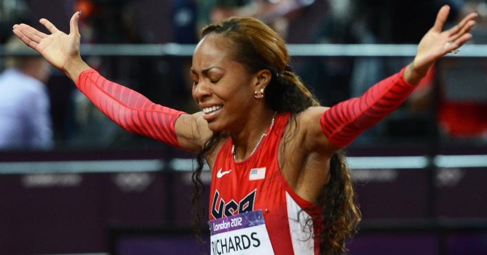 Norte-americana Sanya Richards-Ross comemora medalha de ouro na final olímpica do 400m rasos