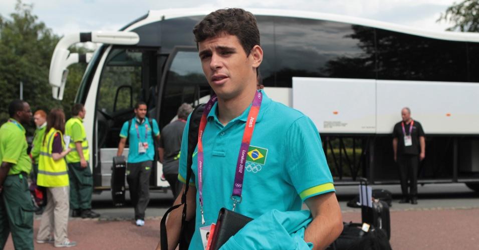 Oscar chega com a seleção na cidade de Manchester, onde nesta terça-feira o Brasil enfrenta a Coreia do Sul pelas semifinais dos Jogos de Londres (05/08/2012)