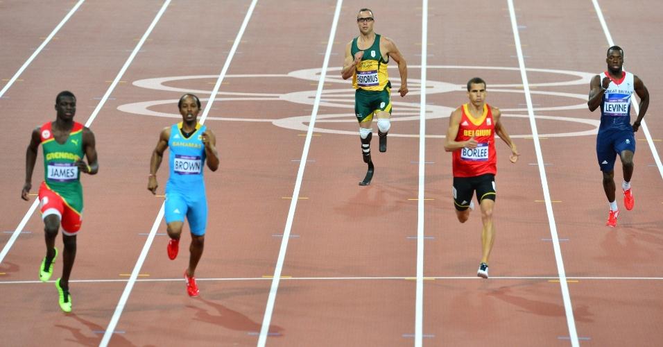 Passos para a história: biamputado, Oscar Pistorius compete em semifinais dos 400 m