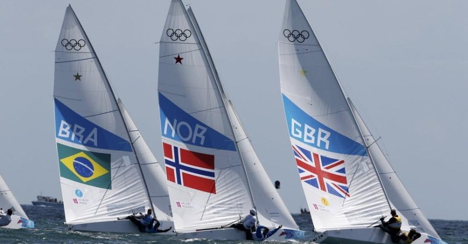 Robert Scheidt e Bruno Prada, à esquerda, disputam a regata da medalha na classe Star
