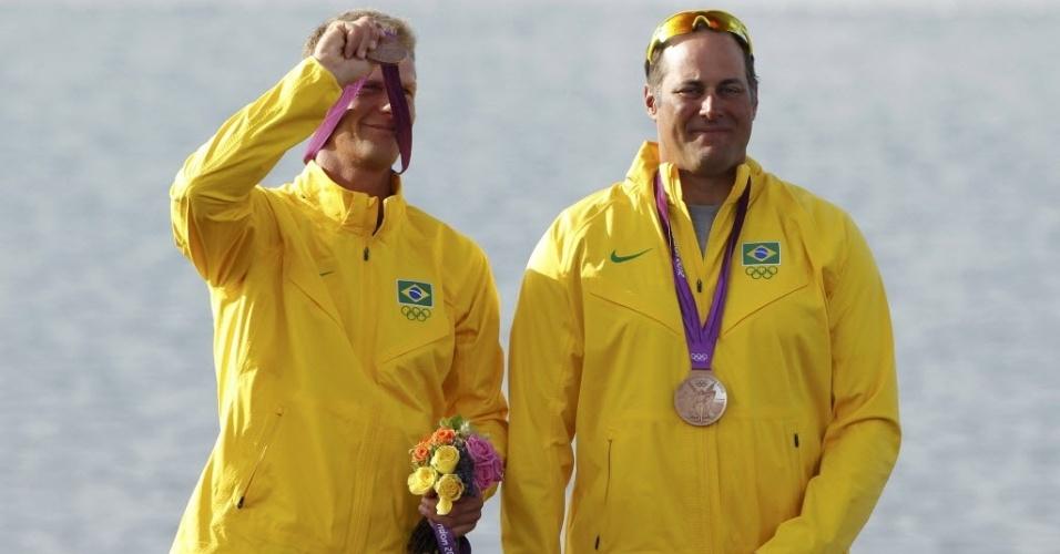 Robert Scheidt e Bruno Prada no pódio da Classe Star na Olimpíada; brasileiros ficaram com o bronze