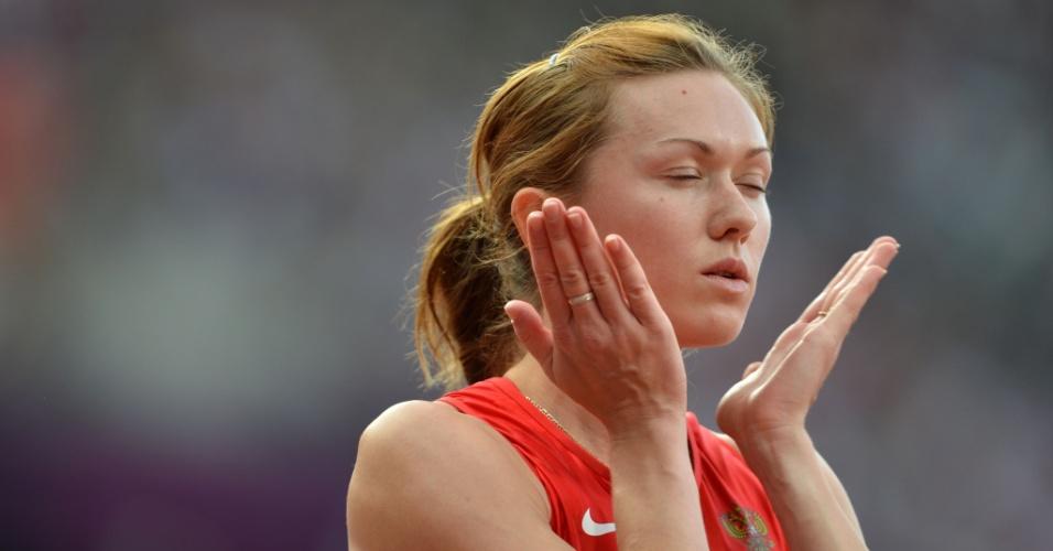 Russa Elena Churakova concentra-se antes de competir em sua série nos 400 m com barreira