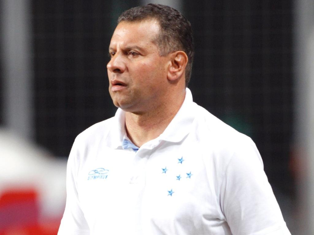Técnico Celso Roth durante derrota do Cruzeiro para a Ponte Preta no Independência (5/8/2012)