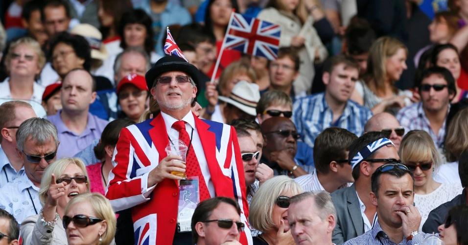 Torcedor britânico se veste à caráter para acompanhar o ídolo local Andy Murray na final dos Jogos