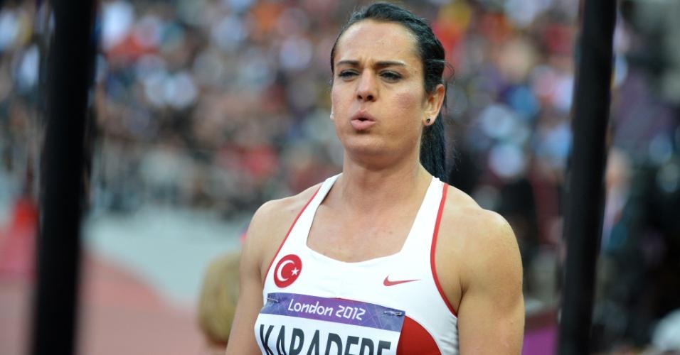 Turca Nagihan Karadere mostra frustração após ser desclassificada em sua bateria nos 400 m com obstáculos