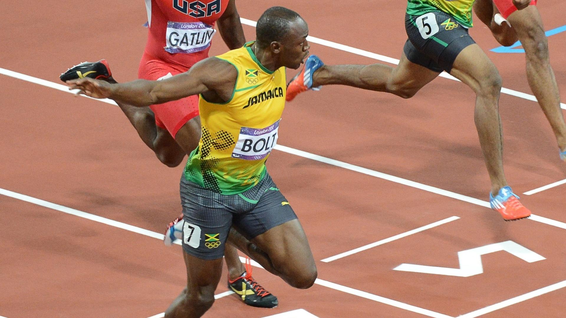 Usain Bolt cruza a linha de chegada na final dos 100 m rasos dos Jogos Olímpicos de Londres