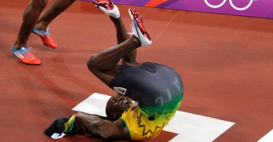 Usain Bolt dá cambalhota após conquistar o bicampeonato olímpico nos 100 m rasos