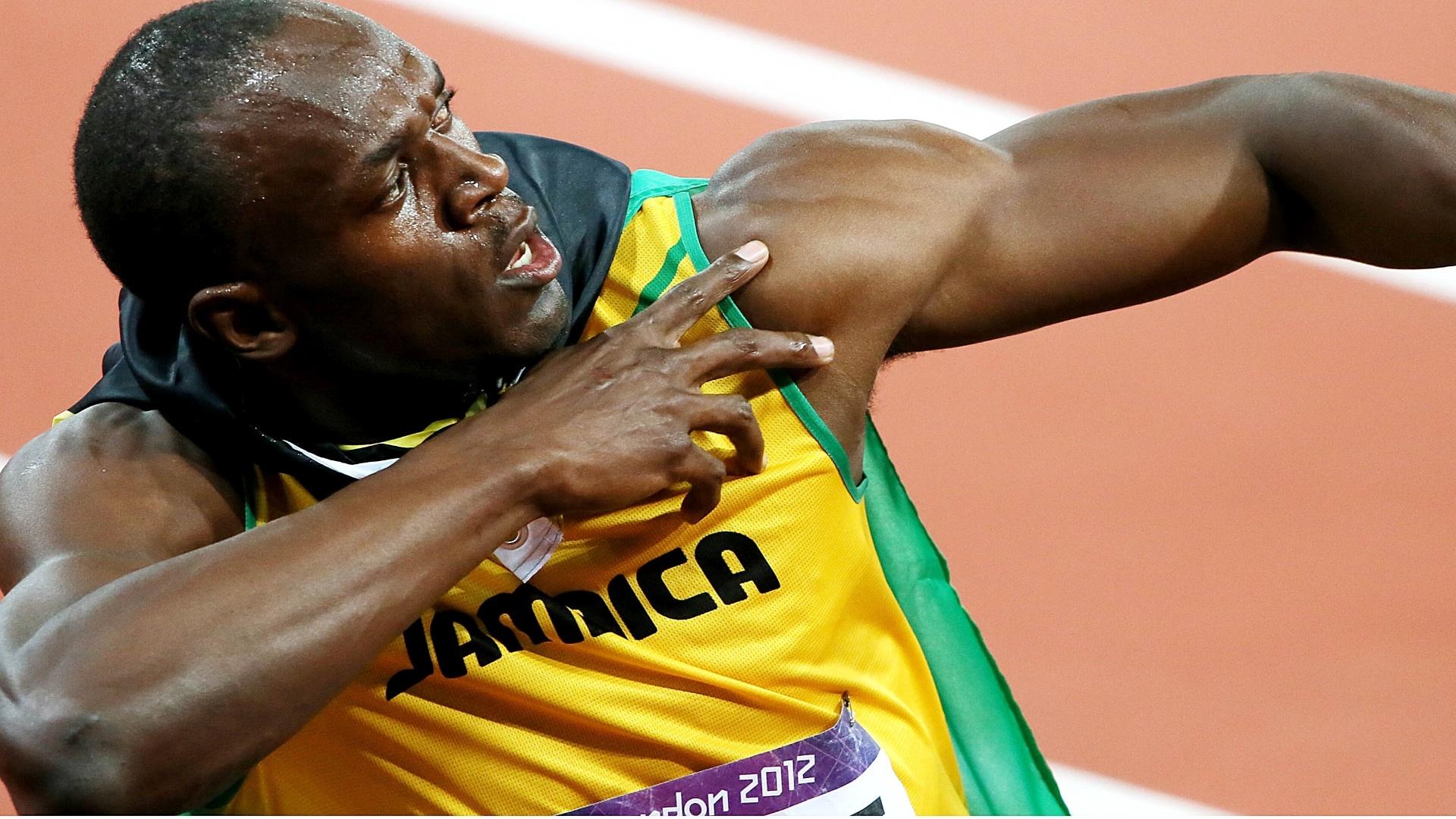 Usain Bolt faz gesto da vitória após conquistar a medalha de ouro nos 100 m rasos
