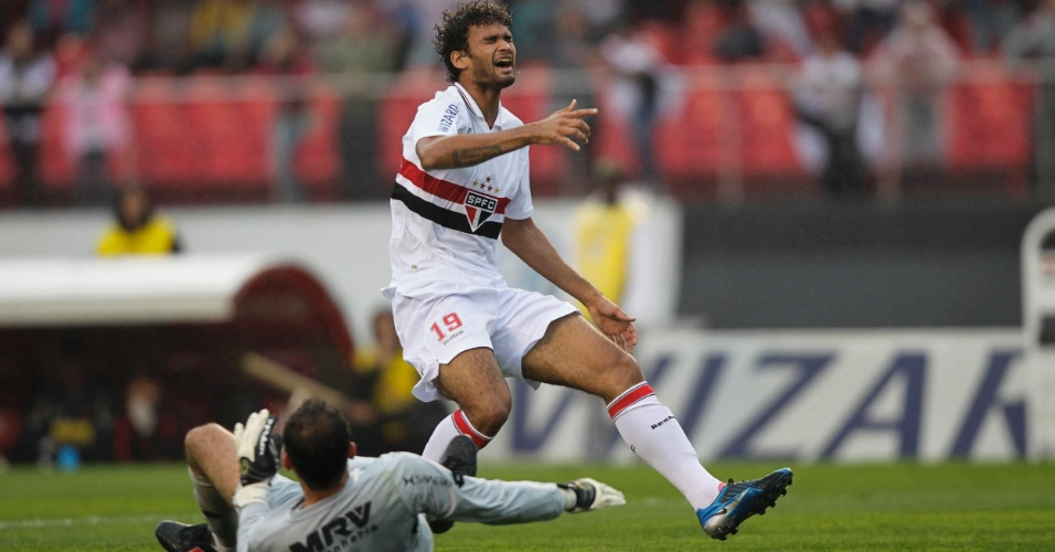 Willian José lamenta chance perdida diante de Magrão