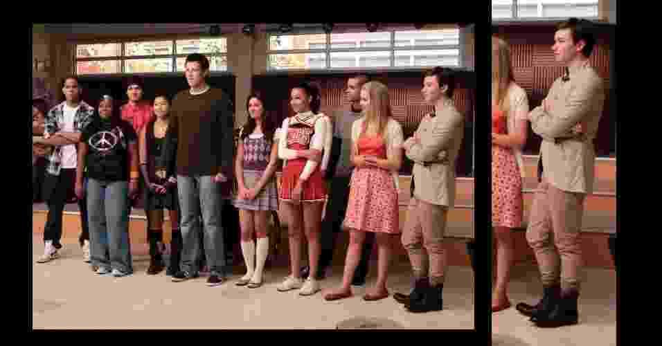 """1Para a aula de coral, Kurt Hummel (Chris Colfer), da série norte-americana """"Glee"""", misturou dois tons de bege. A calça skinny foi combinada com um blazer de tonalidade semelhante. As botas pesadas arremataram o look com personalidade - Divulgação"""