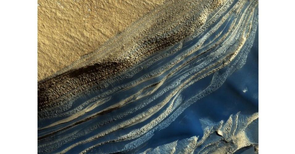 6.ago.2012 - A foto mostra camadas de diferentes tonalidades. No entanto, se você estivesse em Marte, talvez enxergasse outras cores nesta paisagem. O satélite que capturou a imagem só consegue tirar fotos em azul, verde, vermelho ou infravermelho