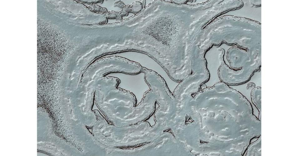 6.ago.2012 - No polo sul do planeta vermelho, a paisagem é branca. Com temperaturas extremamente baixas, as extremidades do planeta são cobertas de gelo