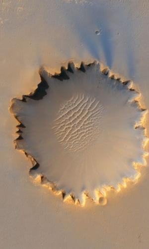 6.ago.2012 - A cratera de Victoria foi explorada por uma outra missão da Nasa. A 'Opportunity' passou cerca de dois anos, entre 2006 e 2008, coletando informações nesta região